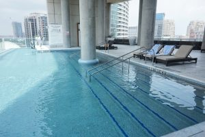 Rooftop Infinity Pool W Dallas Victory Hotel